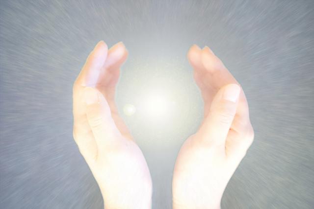 気の玉を手のひらに押し込む方法